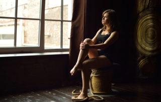 Denken ohne Perspektive – Was mag der jungen Frau durch den Kopf gehen?