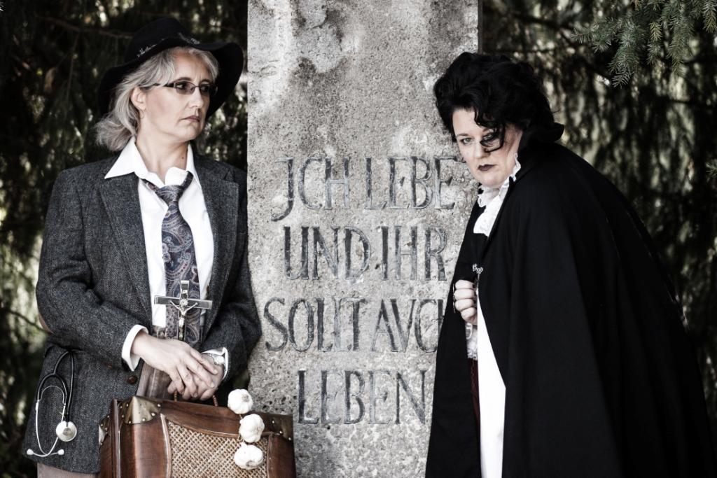 Natürliche Dialoge wie zwischen Dracula und Van Helsing - Die Co-Autorinnen Barbara Drucker und Elke Lakey