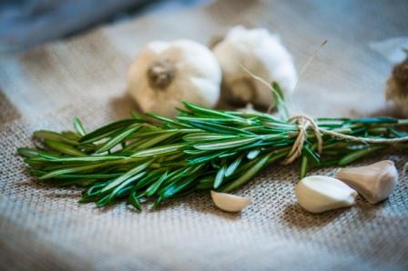 Was Meisterautoren dich riechen lassen - Knoblauch und Rosmarin riechen nach Mittelmeer
