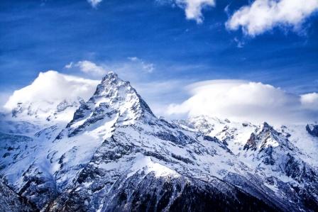 Berggipfel mit Steilwand